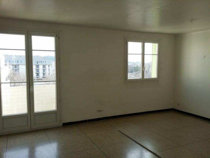 Vente appartement 3 pieces de 65 m2 13300 salon de for 13300 salon de provence